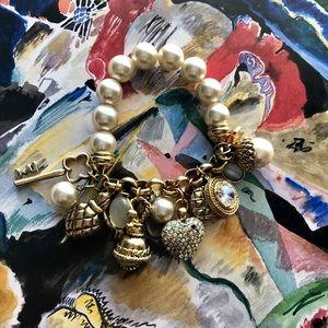 Jewelry - Beautiful stretchy bracelet 😘❤️😊